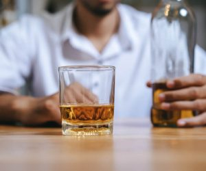 Quitting Alcohol Cold Turkey: Detox, Withdrawal Symptoms, and Risks